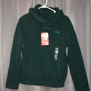✨NWT North Face pull over